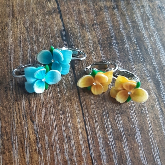 Vintage Blue and Yellow Flower Clip On Earrings